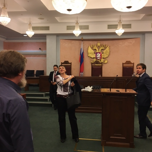 Савченко в зале Верховного суда РФ.