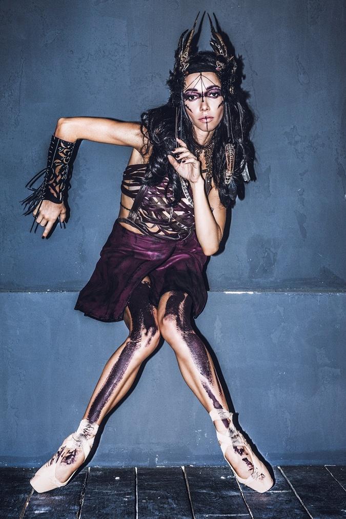 Екатерина выбрала яркий образ женщины-воина.