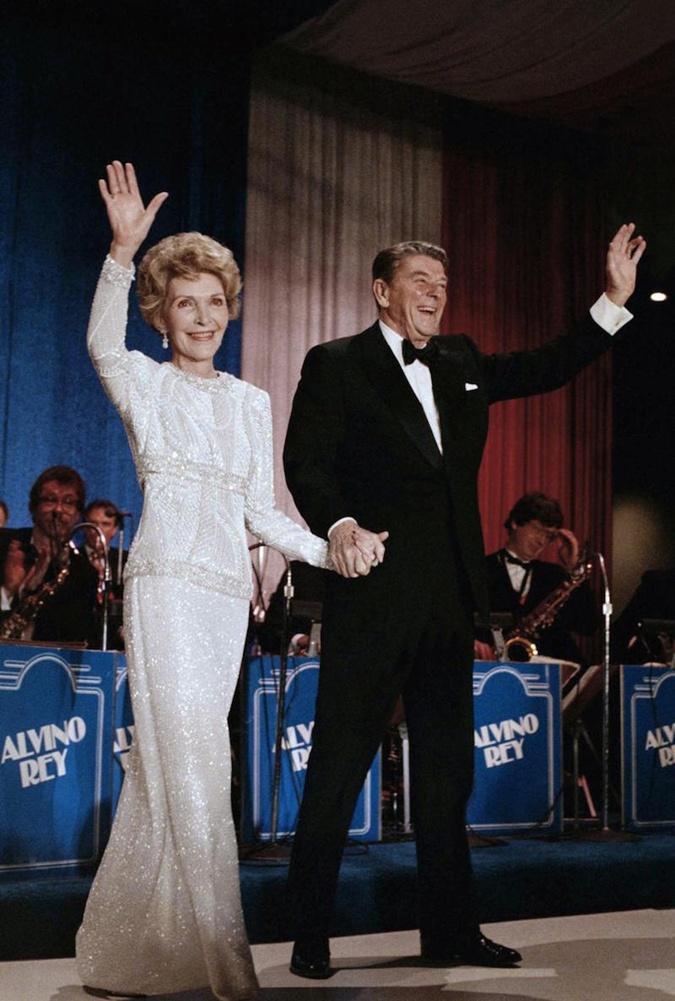 Галанос создал наряды Нэнси Рейган для двух инаугураций ее мужа в 1985 году.