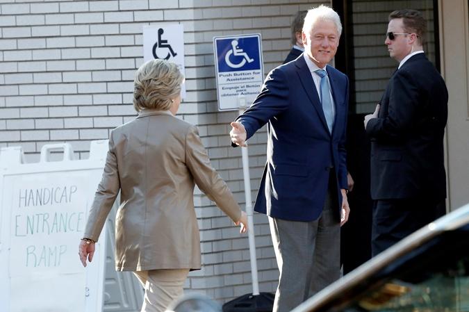 Билл Клинтон подгонял супругу.