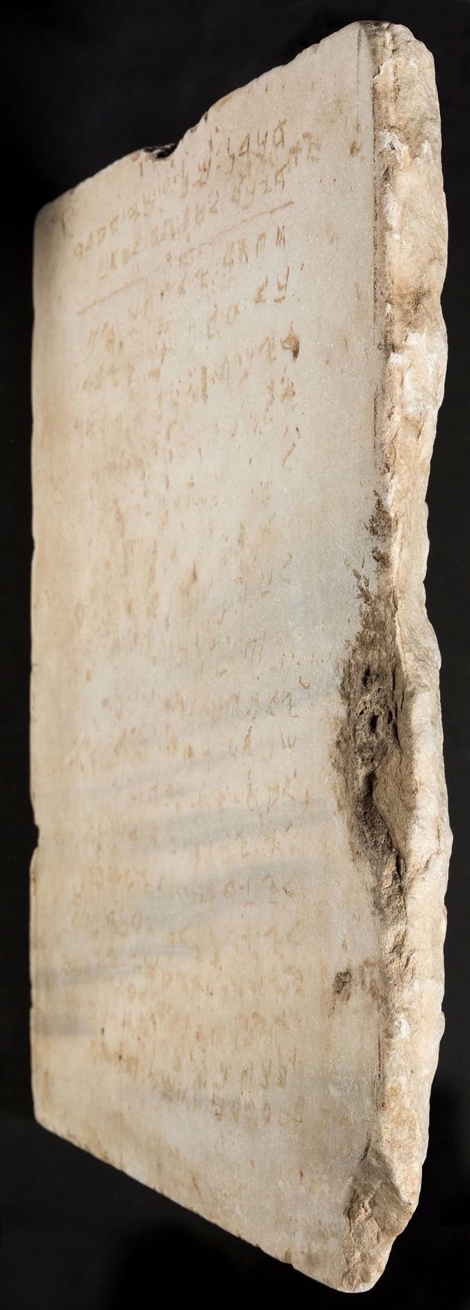 Мраморную доску выставят в музее.