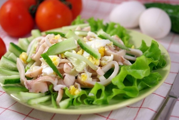 салат на новый год с кальмаром рецепт