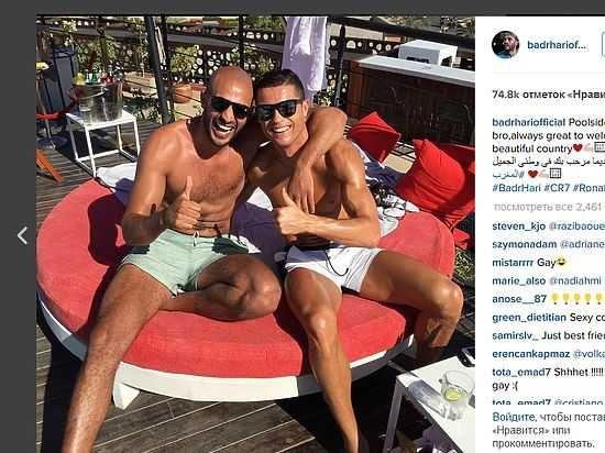 Два гея остались в раздевалке