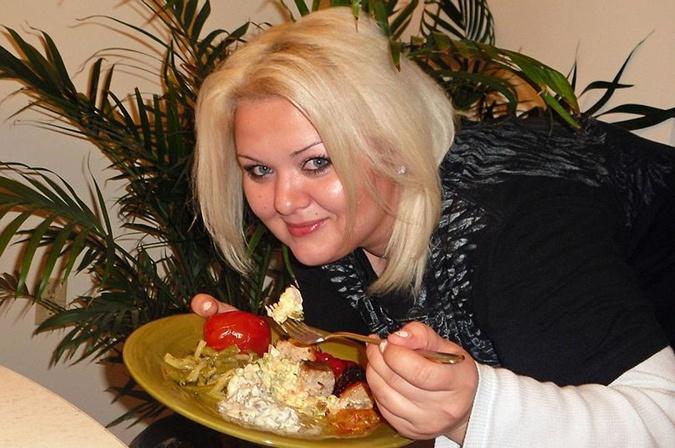 Девушка обожала фатсфуд и жирную домашнюю еду.