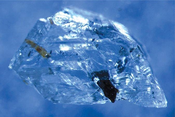 Алмаз с включениями, который исследовала группа Якобсен.