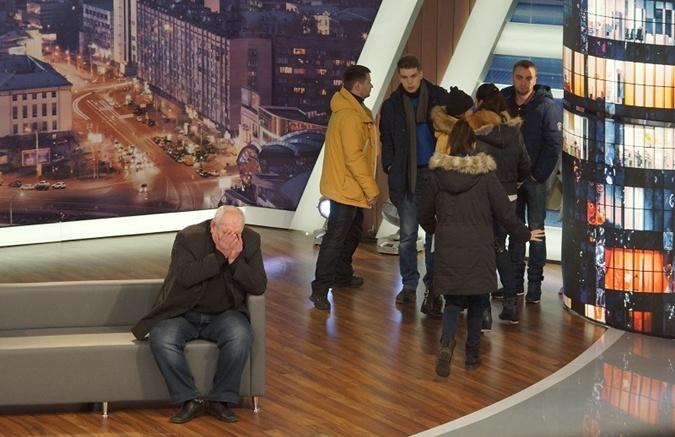 Леонид Коваленко, муж задержанной учительницы, не мог скрыть эмоций. Фото: пресс-служба