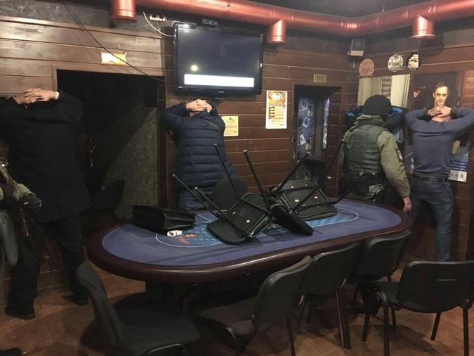 Вподвале киевского отеля играли впокер ирулетку