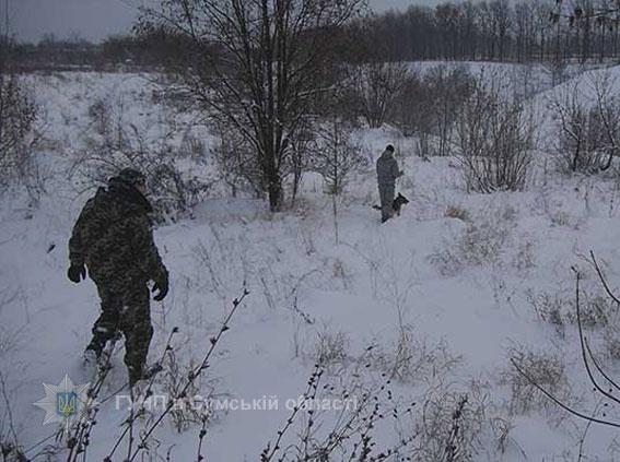 Пацаны бросились убегать через снежные заносы.