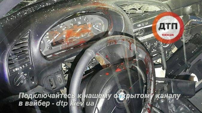 ВКиеве автомобиль врезался втрамвай