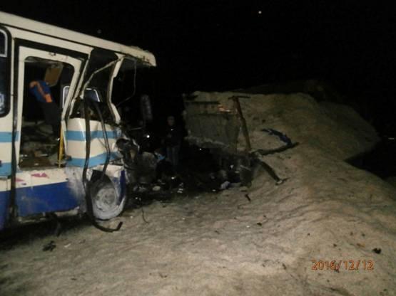 НаЛьвовщине автобус врезался вгрузовик, есть погибшие