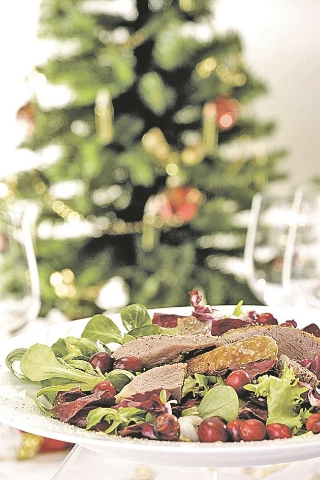 Ну-ка, строгай салаты на стол: четыре рецепта новогодних салатов фото 3