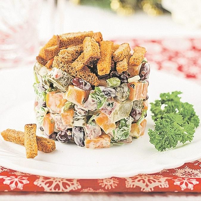 Ну-ка, строгай салаты на стол: четыре рецепта новогодних салатов фото 2