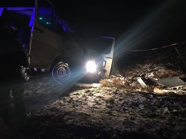 Автомобиль подозреваемых в резался в патрульный экипаж.