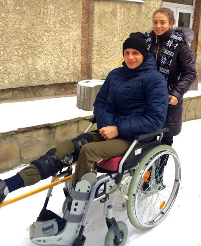 Саша с Лидой часто гуляют по двору больницы во Львове.