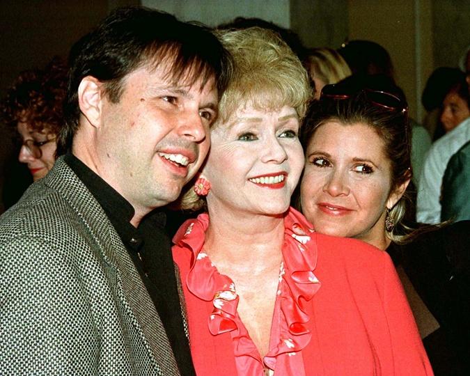 Дэбби Рейнольдс с сыном Тоддом Фишером и дочерью Кэрри Фишер.