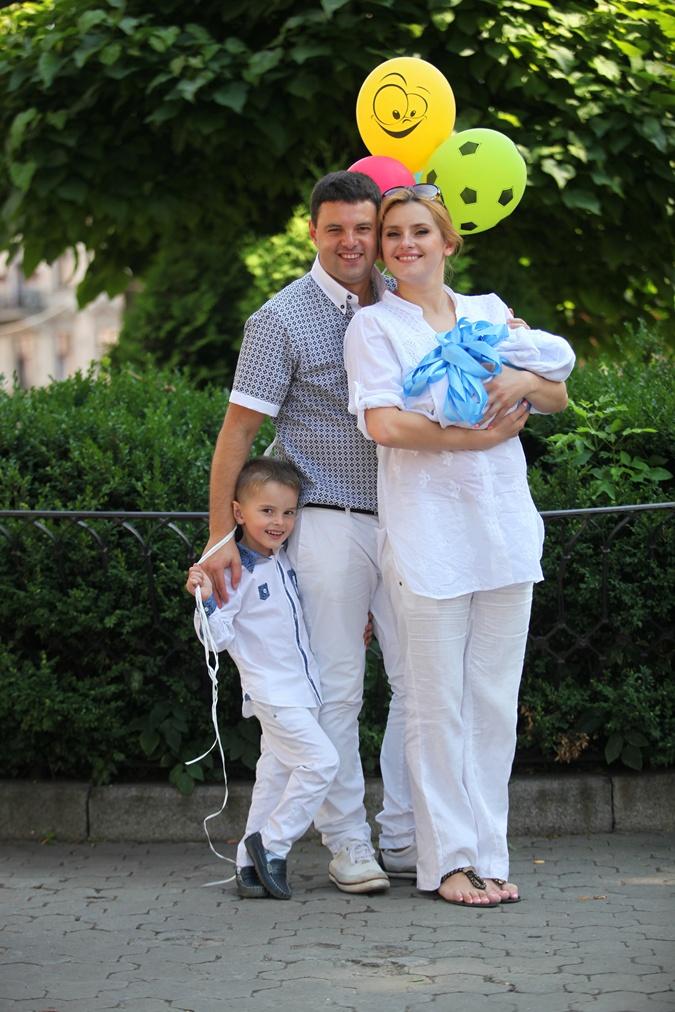 Ирину дома окружают любимые и любящие мужчины: муж Виталий исыновья Юра и Олег.