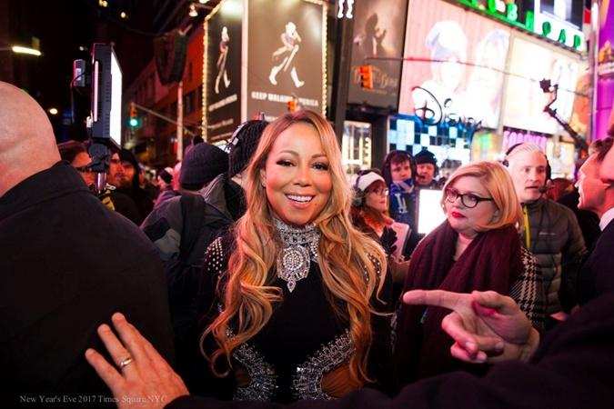На Таймс-сквер в Нью-Йорке Новый год встретил миллион людей фото 2