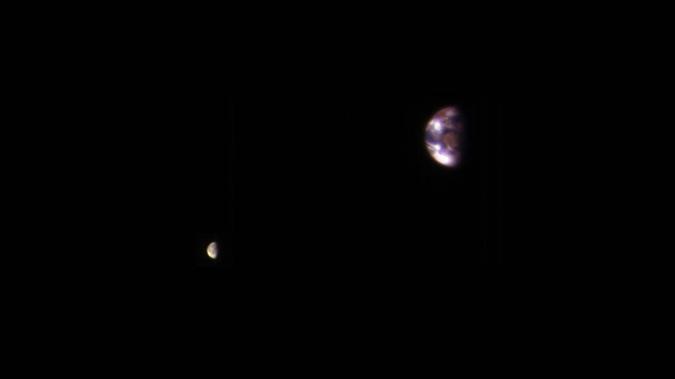 Так Земля и Луна выглядят с далекого Марса. Фото: nasa.gov