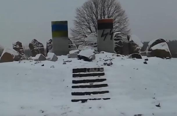 Институт памяти назвал провокацией разрушение львовского мемориала полякам фото 1