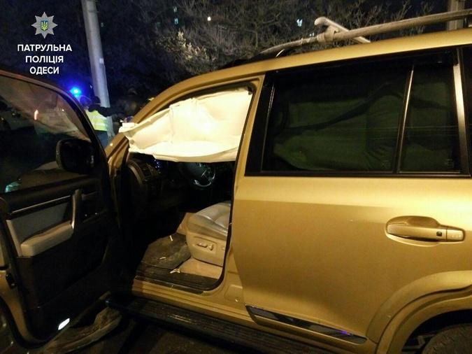 ВОдессе патрульные устроили погоню забезумным водителем без шины наколесе