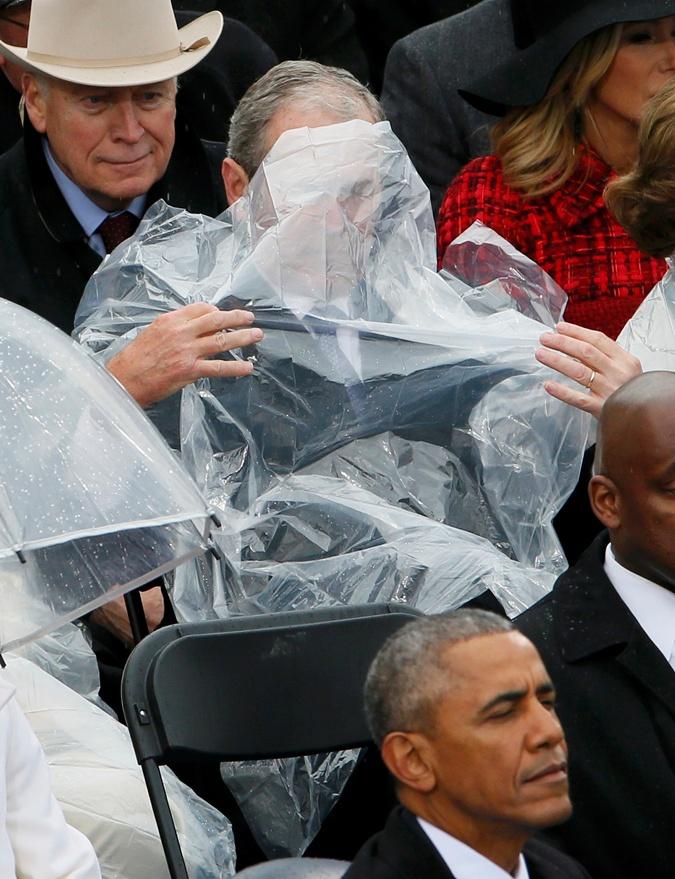 Буш-младший опять привлек внимание общественности.