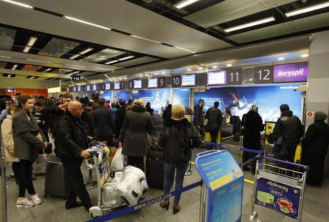 Загранпаспорт и счастливая, а главное, спокойная жизнь за границей - манит многих украинцев.