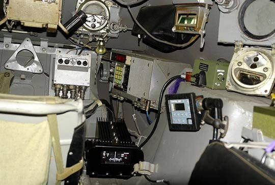 Размещение оборудования MILES внутри БТР.