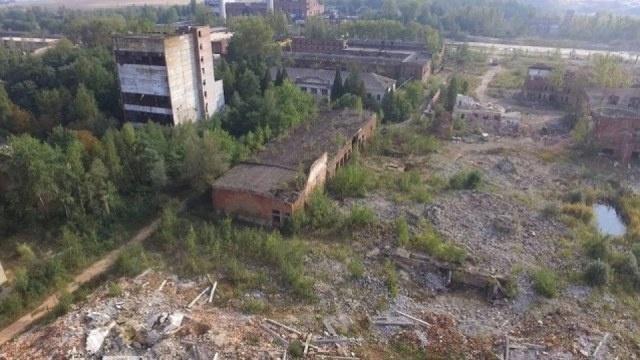 На участке под новый  полигон, который находится на  территории одного из бывших горно-химических предприятий, можно снимать фильмы об апокалипсисе. Фото: varianty.lviv.ua
