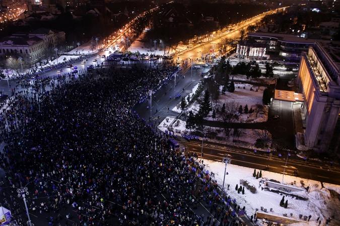Напротесты против румынского руководства вышли неменее 140 тыс. человек