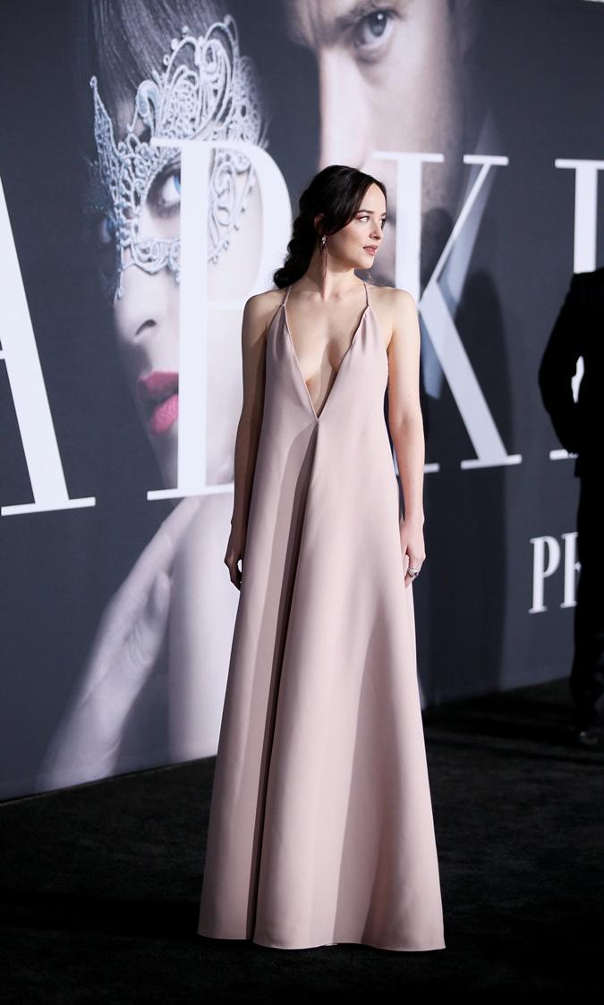 Актриса любит платья с глубокими декольте. Фото: REUTERS