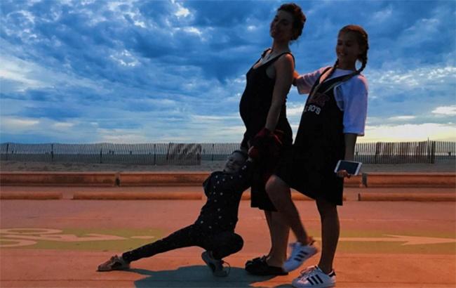 Поклонники беременной Анны Седоковой определили пол ее 3-го ребенка