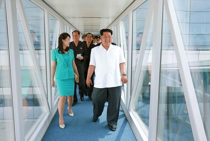 Ким Чен Ын c супругой.