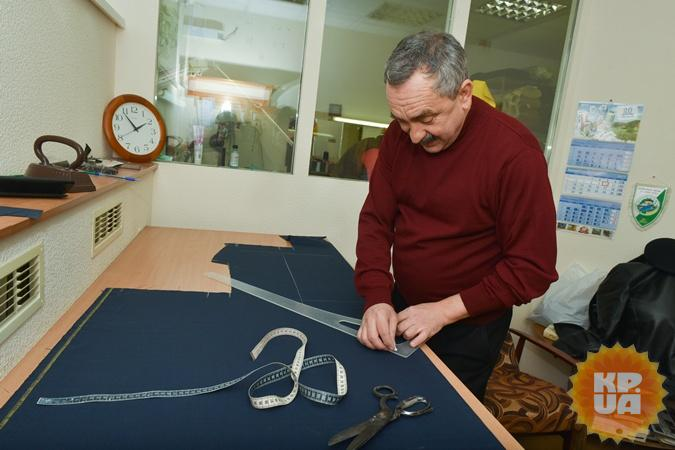 Лещенко просит сместить Мельничука на5 заседаний запорванный пиджак