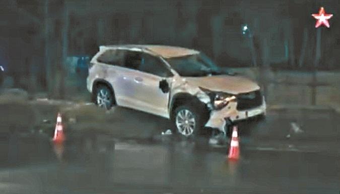 Внедорожник Toyota Highlander, в котором ехала семья.