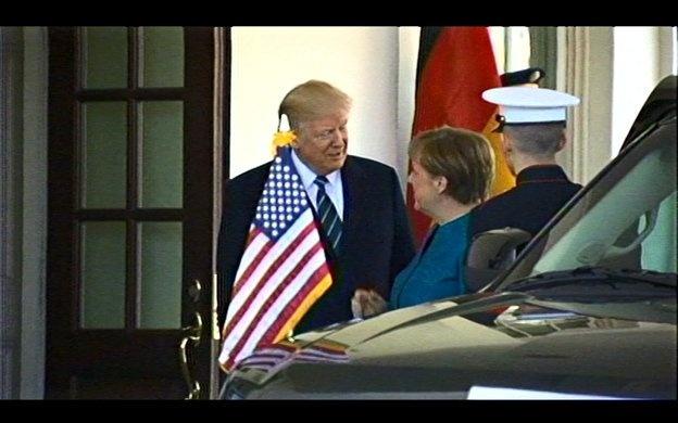 Игнор Трампа и взгляд Меркель – чем запомнилась встреча фото 1