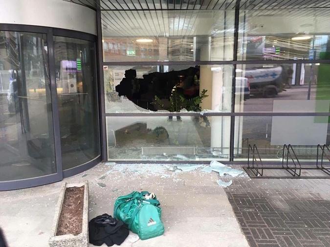 Эстонец напал с топором на отделение банка фото 1