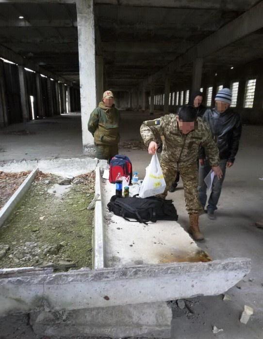 Глава склада оружия задержали захищение имущества