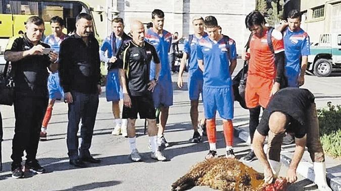 Как  футболисты приманивают удачу фото 2