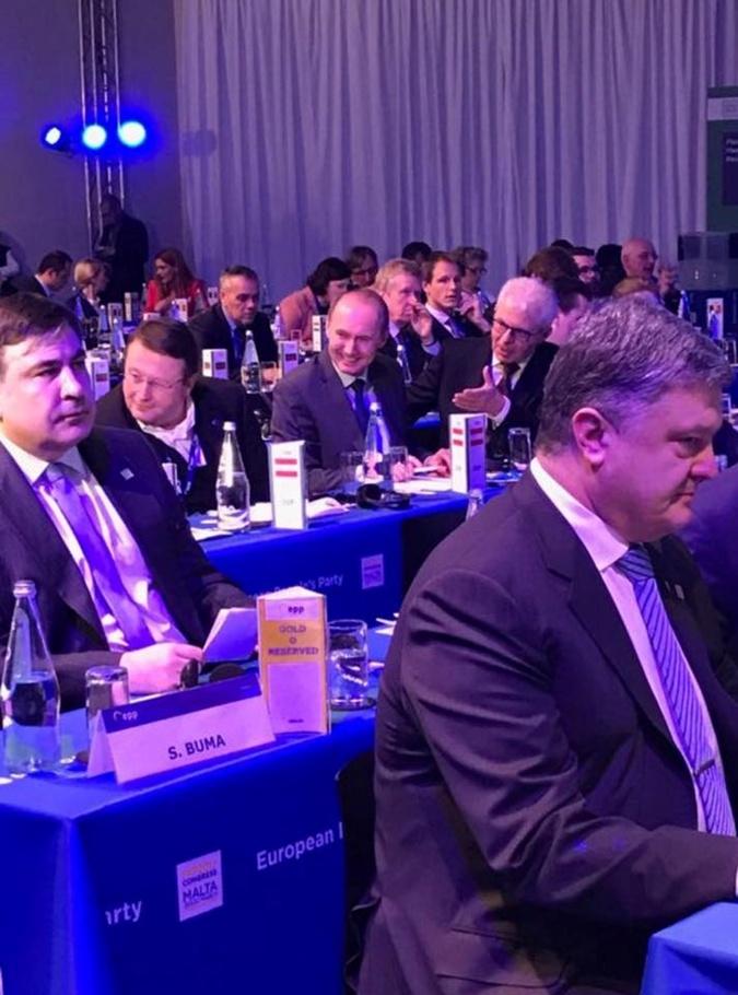 В сети появилось совместное фото Порошенко и Саакашвили на Мальте фото 1