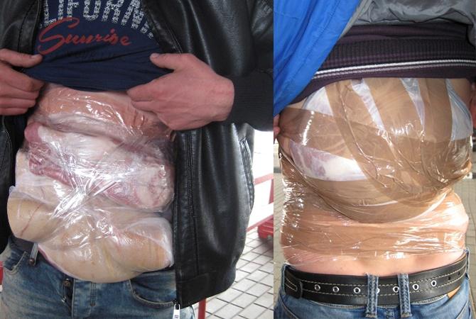 Белорусы пытались вывезти украинское сало, примотав его скотчем к телу  фото 1