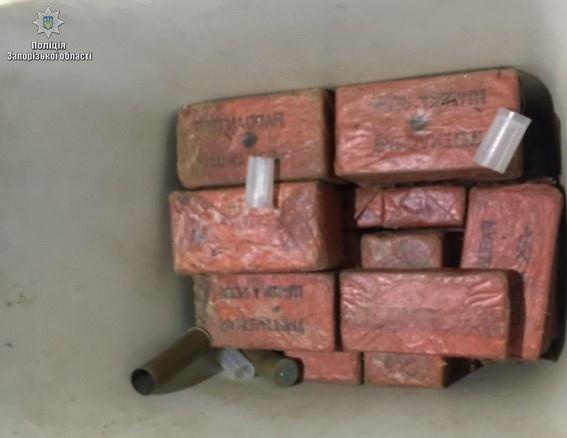 Помимо пленников в ангаре нашли оружие и боеприпасы. Фото: ГУНП Украины в Запорожской области