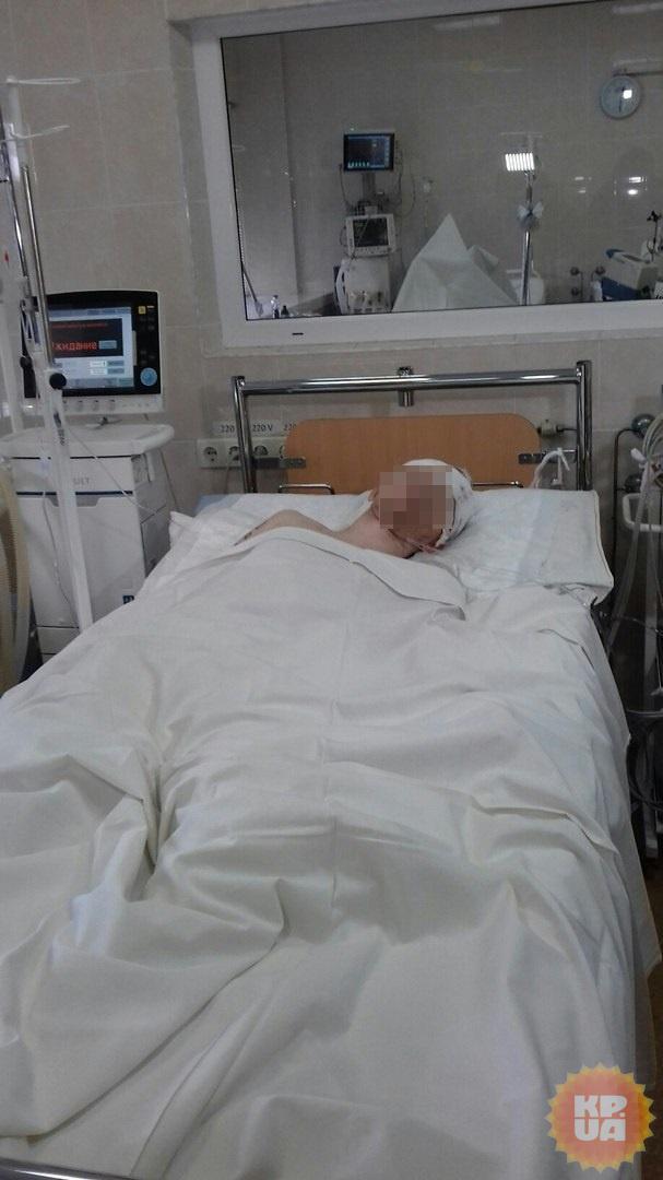 Из головы раненного бойца доставали обломки каски фото 1