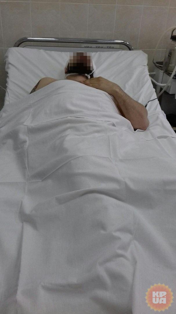 Из головы раненного бойца доставали обломки каски фото 2