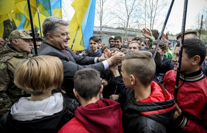 Как Порошенко съездил в Луганскую область фото 4