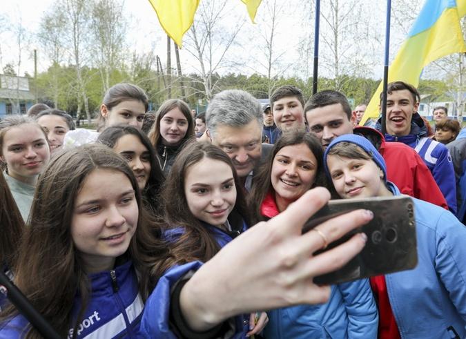 Как Порошенко съездил в Луганскую область фото 5