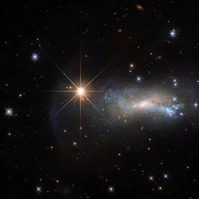 NASA показало звезду, затмившую по яркости целую галактику фото 1