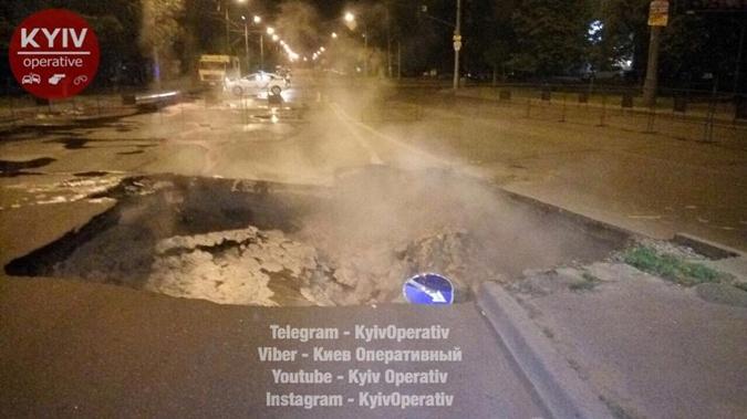 Прорыв теплосети наГероев Сталинграда: четверть сотни домов осталось без воды