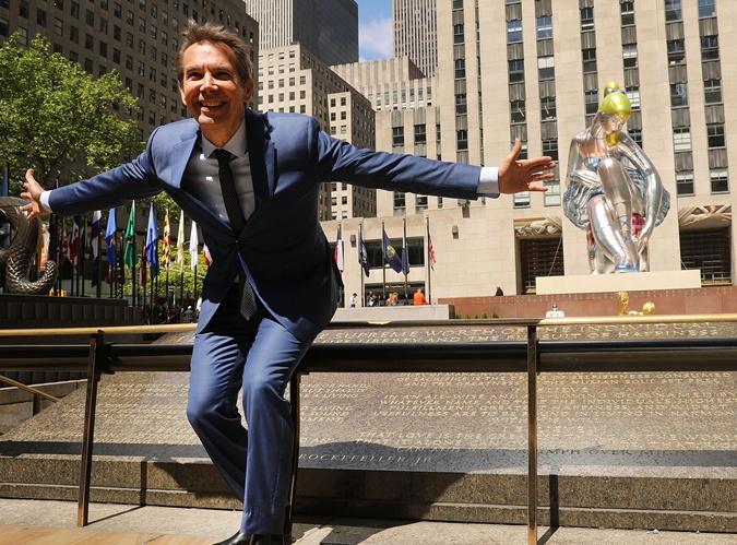 Гигантская скульптура в Нью-Йорке оказалось копией статуэтки украинской художницы фото 1