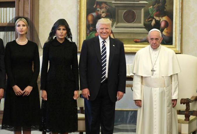 Почему Мелания Трамп надела траурный наряд на встречу с Папой Римским фото 2