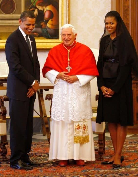 Почему Мелания Трамп надела траурный наряд на встречу с Папой Римским фото 3